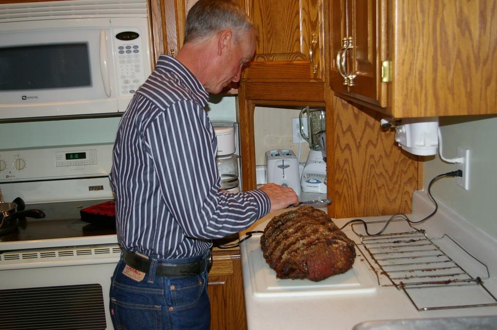 steve slicing prime rib